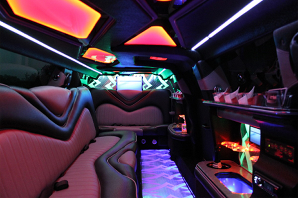 8 Person Chrysler 300 Limo Rental Nashville