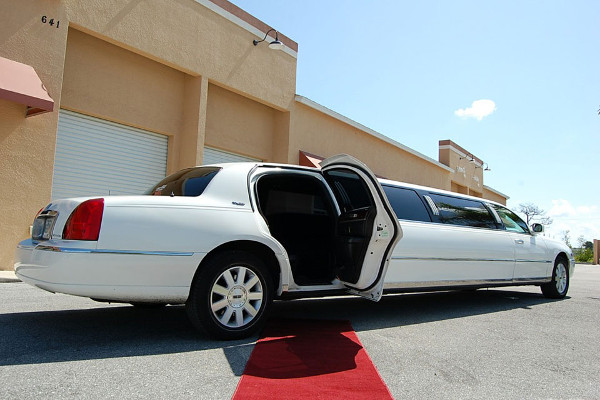 8 Person Lincoln Stretch Limo Nashville